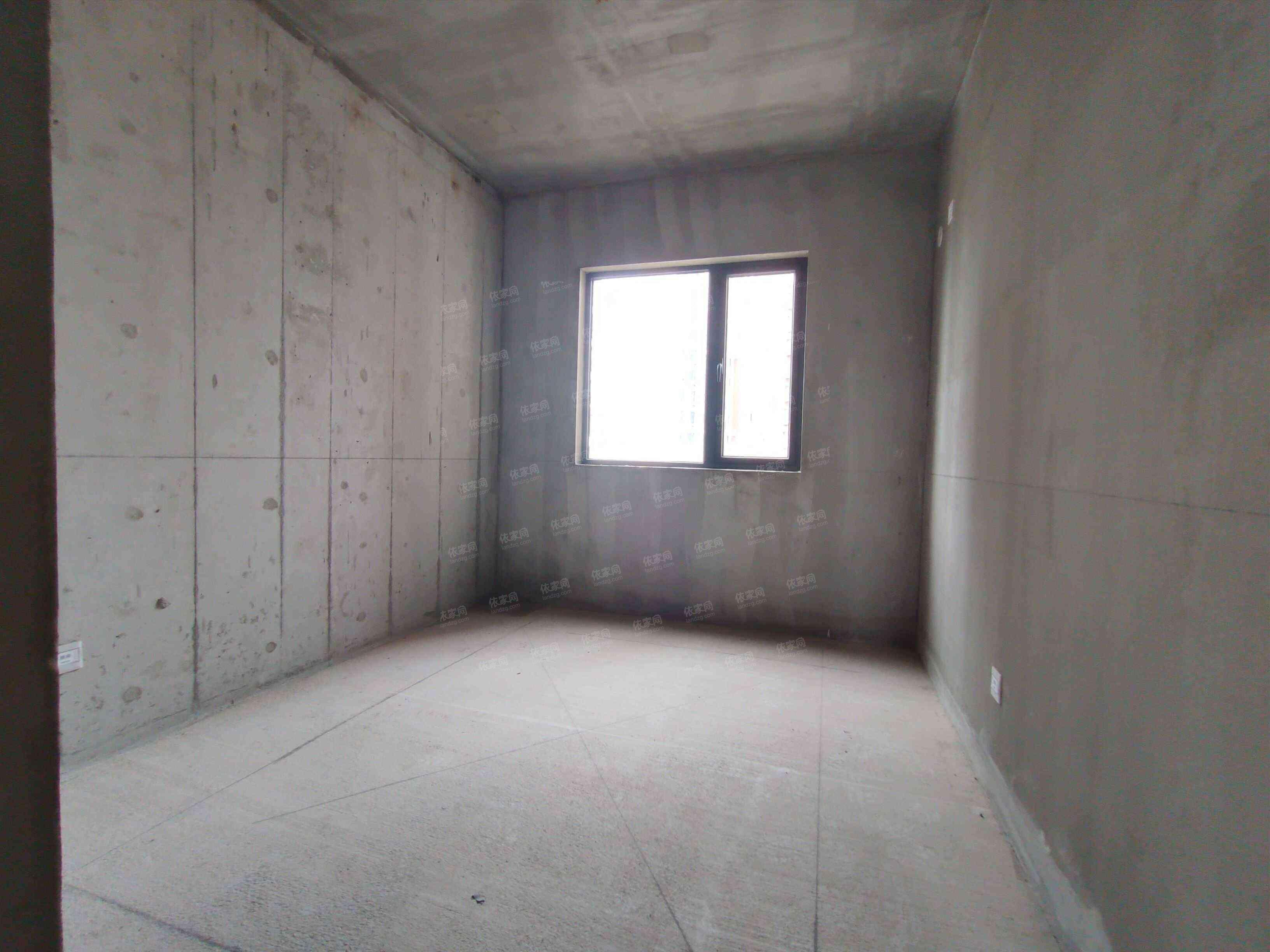 华润二十四城毛坯3房带入户阳台楼下是地铁口读南宁三中